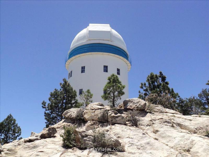 Telescopio en el Parque Nacional Sierra de San Pedro Mártir, Baja California.