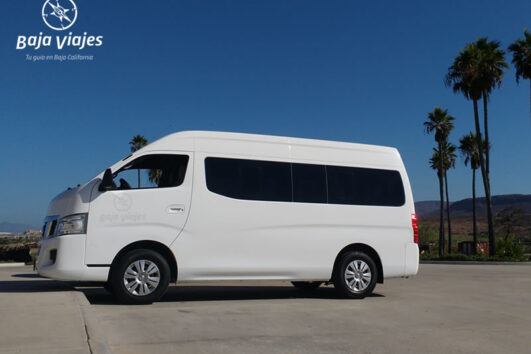 Van Nissan Urvan, 13 pasajeros. Transporte turístico en Baja California.