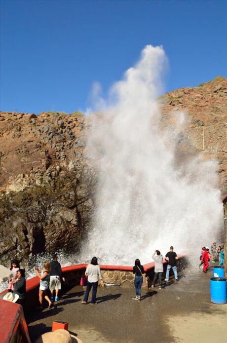 Fenómeno natural en La Bufadora, durante el tour en Ensenada