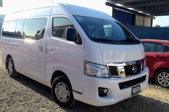 Transporte Van Urvan o Hiace, para 13 pasajeros, para traslados en Tijuana, Ensenada o Valle de Guadalupe.